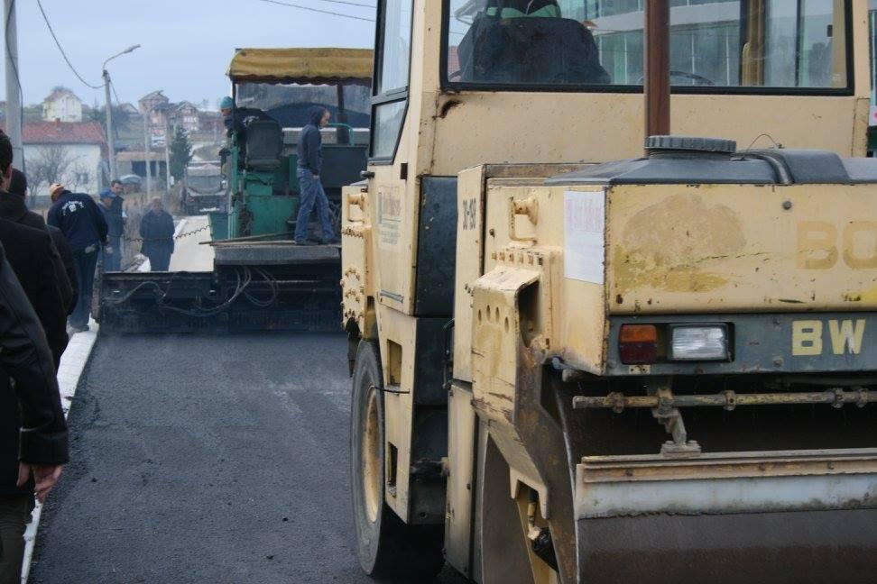 Asfaltirana ulica u naselju Velje Polje
