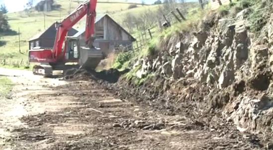 U selu Jarebice započele pripreme za asfaltiranje još 700m puta