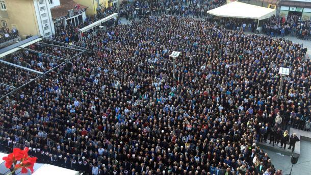 TRI DANA ŽALOSTI: Na gradskom trgu klanjana dženaza Predsedniku Opštine Šemsudinu Kučeviću