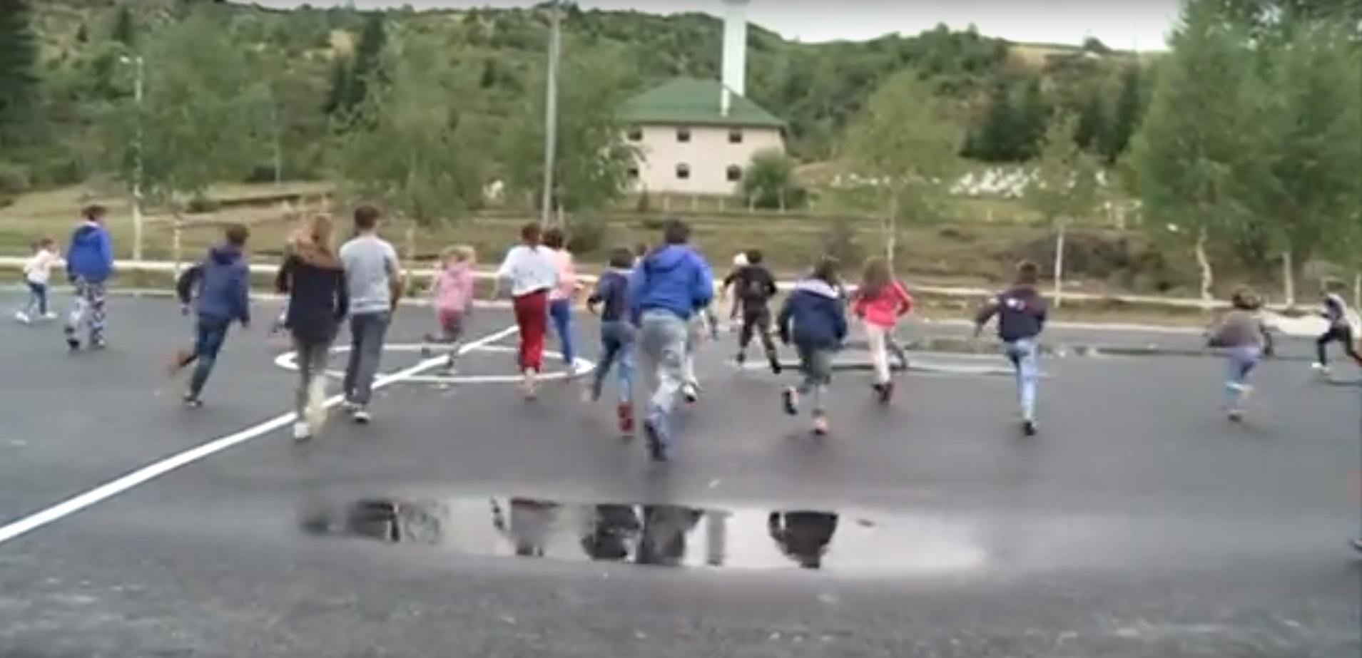 """Asfaltirano školsko dvorište oko OŠ """"Ibrahim Bakić"""" u selu Šaronje"""